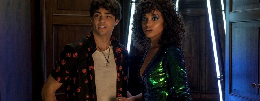Langston (Noah Centineo) und Jane Kano (Ella Balinska) in 3 Engel für Charlie.