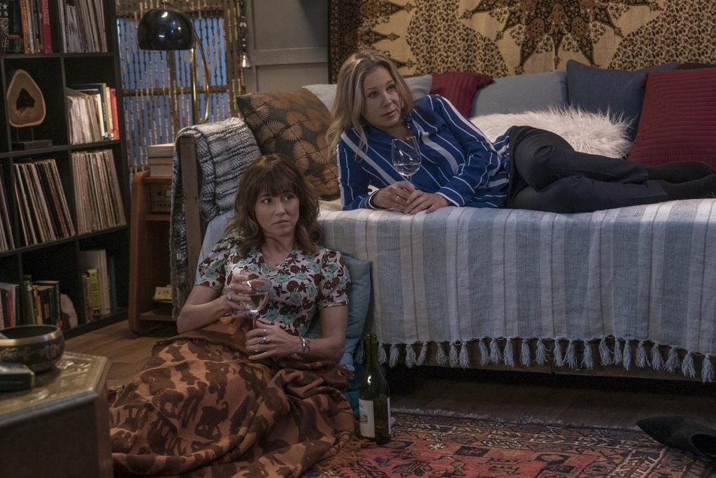 Christina Applegate und Linda Cardellini in Dead to Me