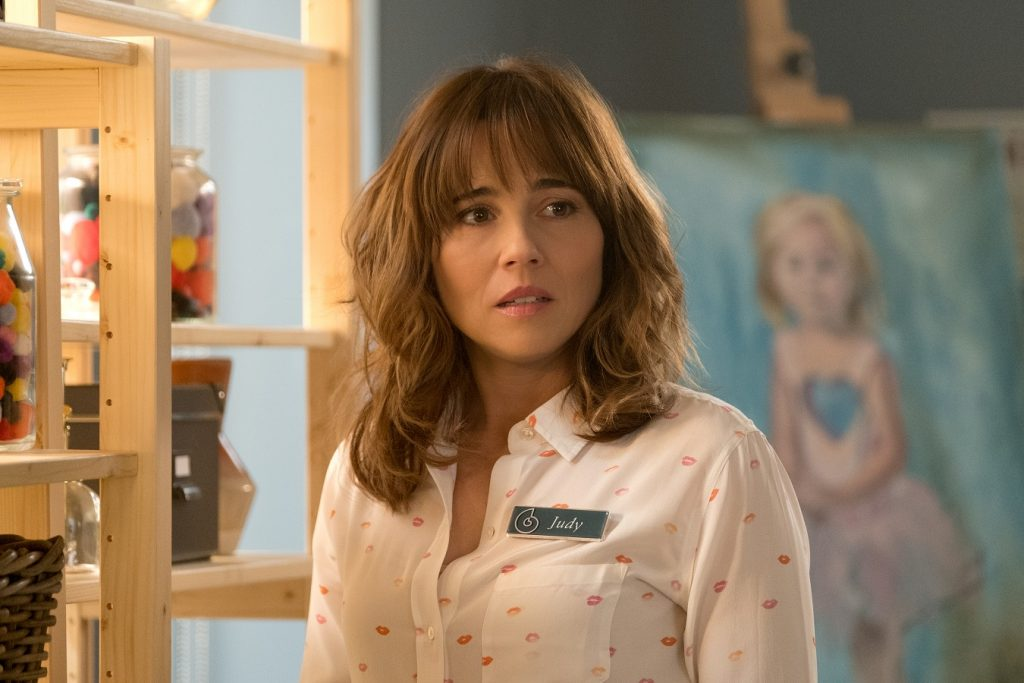 Linda Cardellini in Dead to Me
